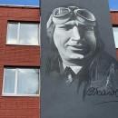 По инициативе череповецкого предпринимателя Игоря Истомина в городе появился огромный портрет советского лётчика-испытателя Валерия Чкалова