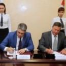 Гендиректор Фонда развития моногородов Илья Кривогов и Олег Кувшинников подписали соглашение о развитии новой промзоны в Череповце